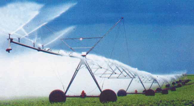 дождевальное крыло дождевальной машины «Кубань-Л» в процессе полива