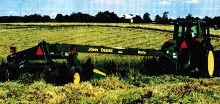 косилка-плющилка John Deere-946 в работе