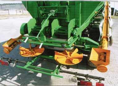 машина химизации самоходной МХС-10 при внесении минеральных удобрений