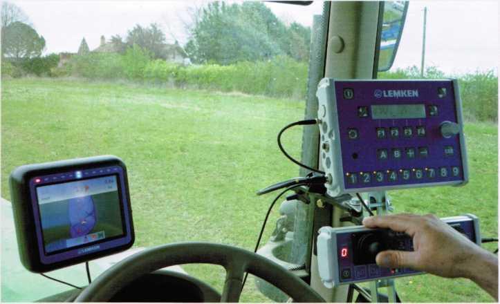 Matrix, EcoControl и компьютер Ecospray в кабине трактора