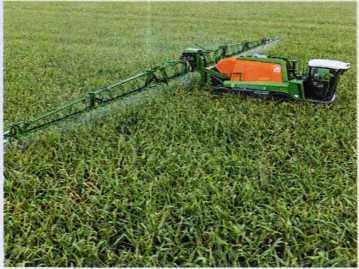 Работа высококлиренсного опрыскивателя на посевах кукурузы
