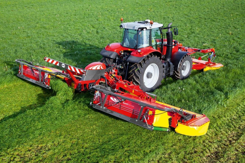 Укладка травы по направлению внутрь поля косилкой SM311 Trans фирмы «Fella»