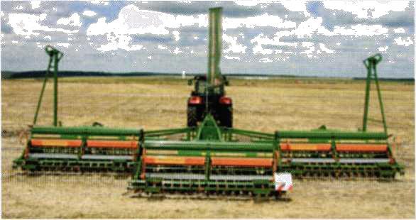 Универсальный широкозахватный почвообрабатывающий и посевной агрегат на базе сцепки KR-12002
