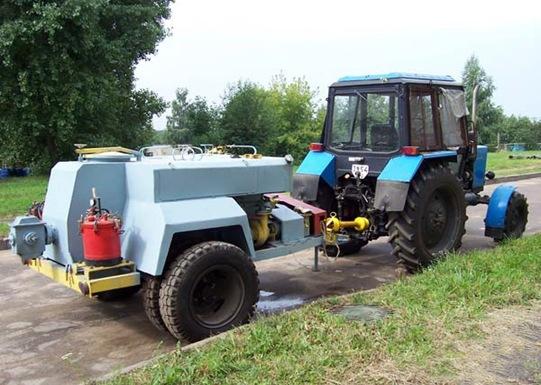 агрегат АУГ-3 с трактором в транспортном положении
