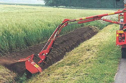 Процесс очистки канала при наличии посевов на прилегающих территориях