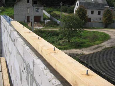 Установка мауэрлата на наружную стену