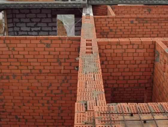 Внутренняя стена жилого дома с вентиляционными каналами
