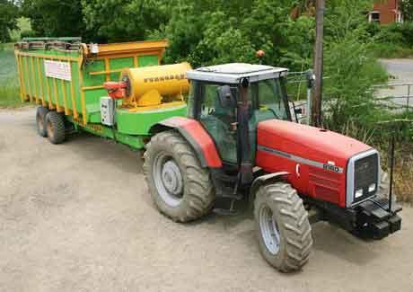 Зерносушилка TD-15 при агрегатировании с трактором