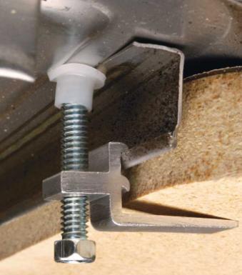 Вариант соединения кухонной мойки со столешницей