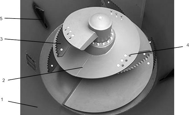 Смешивающе-доизмельчающий шнек кормораздатчика СРК-11В