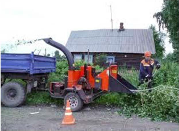 Изготовление щепы из веток обрезаемых деревьев