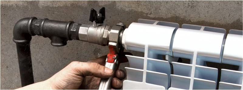 Установка вентилей на отводах от подающего трубопровода к радиаторам