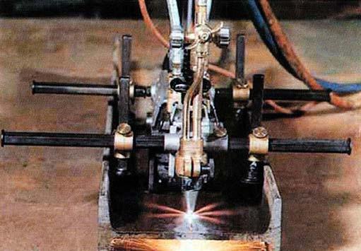 Quicki-E с дополнительным устройством для прямолинейных резов по двутавровым балкам
